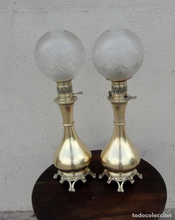 PAREJA DE LAMPARAS QUINQUE ANTIGUAS DE GAS REALIZADAS EN BRONCE SXIX (Antigüedades - Iluminación - Quinqués Antiguos)