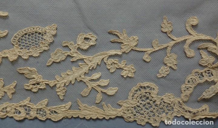 ANTIGUO ENCAJE DE BRUSELAS PUNTO AGUJA- TRABAJO DE LA CORTE S.XVIII - S. XIX (Antigüedades - Moda - Encajes)
