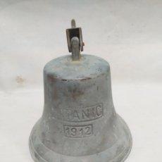 Antigüedades: GRAN CAMPANA DECORATIVA DE BRONCE CON INSCRIPCIÓN DE TITANIC 1912.. Lote 168830284