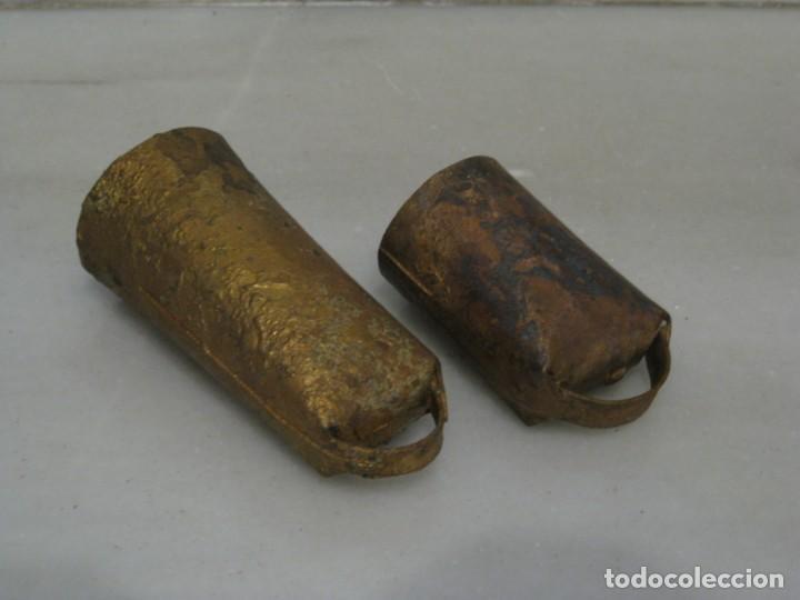 Antigüedades: Dos cencerros antiguos 9,5cm y 7cm. - Foto 4 - 168834692