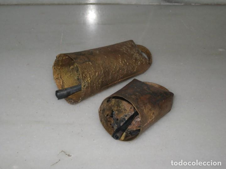Antigüedades: Dos cencerros antiguos 9,5cm y 7cm. - Foto 8 - 168834692