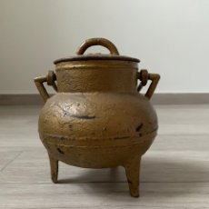 Antigüedades: ANTIGUO POTE GALLEGO HIERRO FUNDIDO COLOR ORO PINTURA ORIGINAL DE ÉPOCA Y ES DE 1900 APROXIMADAMENTE. Lote 168848936
