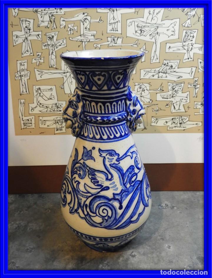 JARRON DE CERAMICA DE TALAVERA TONOS AZULES CON DRAGON (Antigüedades - Porcelanas y Cerámicas - Talavera)