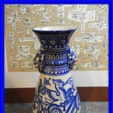 Antigüedades: JARRON DE CERAMICA DE TALAVERA TONOS AZULES CON DRAGON. Lote 168858124