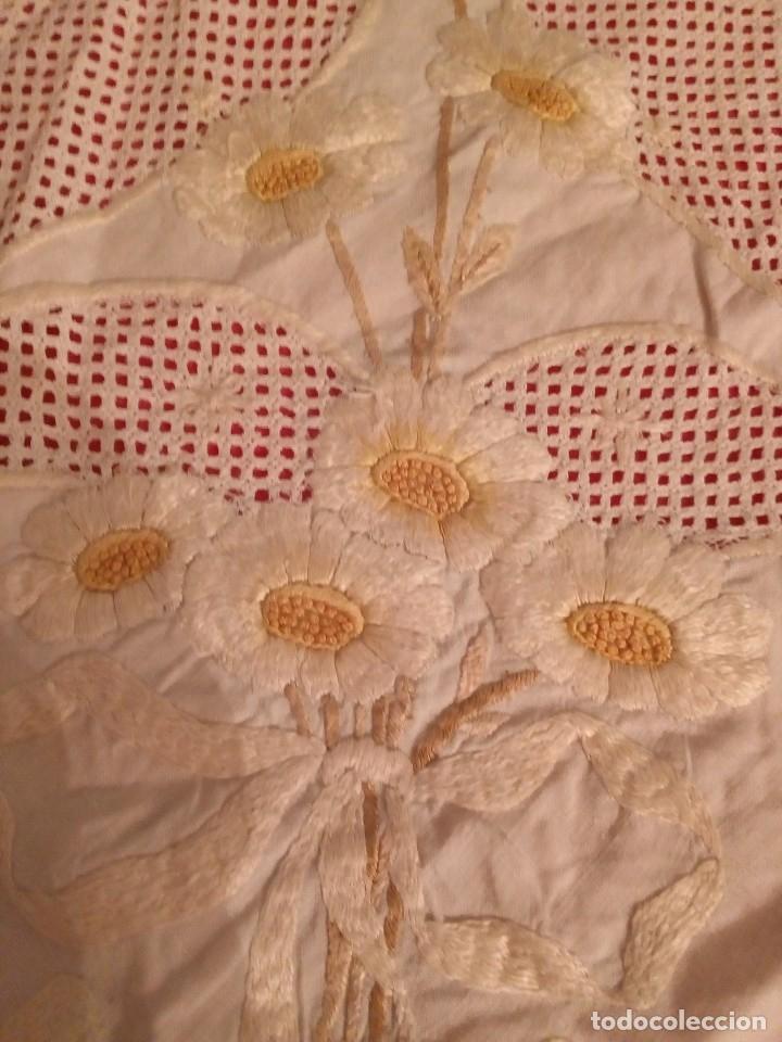 Antigüedades: tapete bordado con hilo de seda - Foto 2 - 168863768