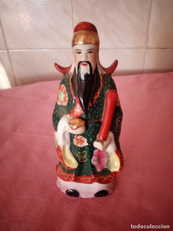 EMPERADOR CHINO DE PORCELANA BISCUIT,PINTADO A MANO. (Antigüedades - Porcelanas y Cerámicas - China)