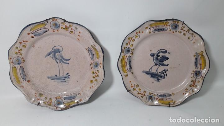 PAREJA DE PLATOS DE ALCORA , MEDI. 21 CM. (Antigüedades - Porcelanas y Cerámicas - Alcora)