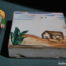 Antigüedades: AZULEJO PINTADO A MANO - CERÁMICA ESMALTADA - PAISAJE - GROSOR 2 CM. Lote 168973236