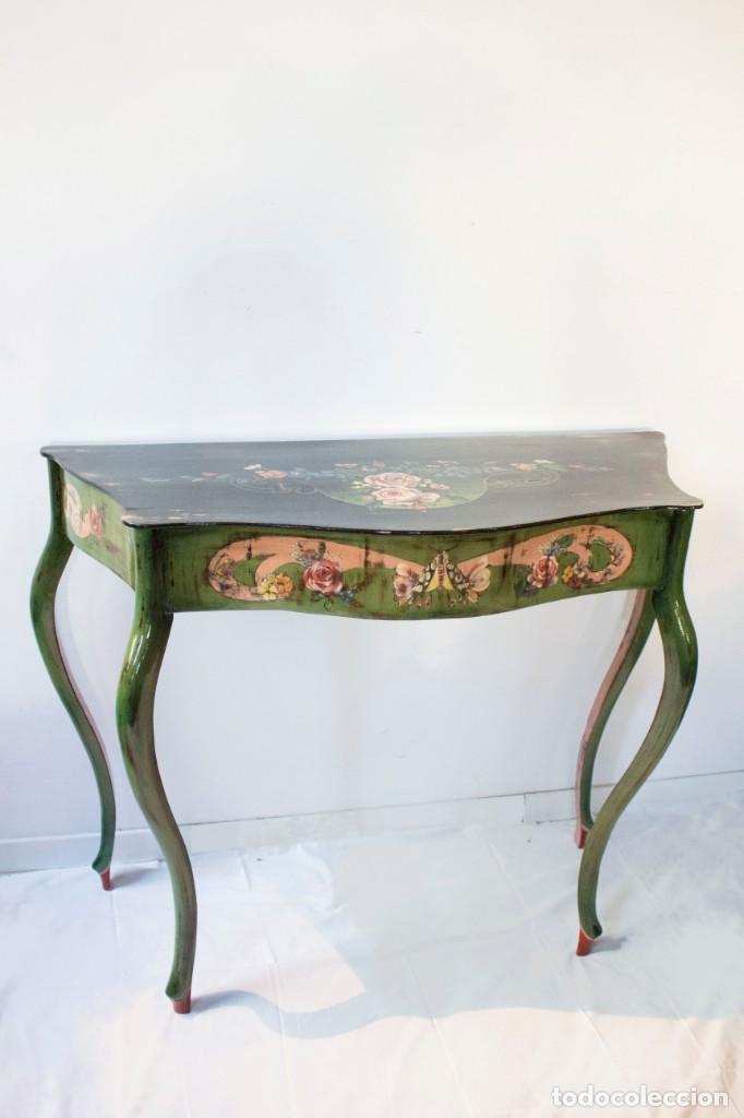 Antigüedades: Consola de roble con pata cabriolé y marco. Recuperados y pintados a mano con motivos florales - Foto 4 - 168973384