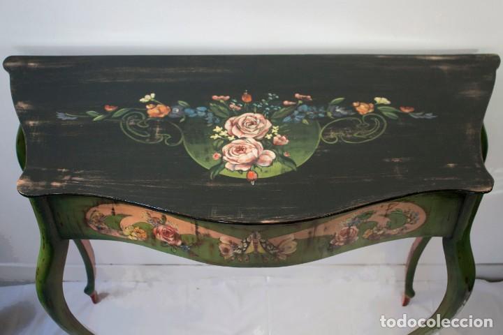 Antigüedades: Consola de roble con pata cabriolé y marco. Recuperados y pintados a mano con motivos florales - Foto 7 - 168973384