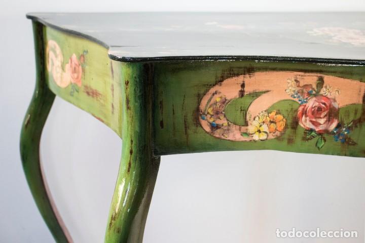 Antigüedades: Consola de roble con pata cabriolé y marco. Recuperados y pintados a mano con motivos florales - Foto 8 - 168973384