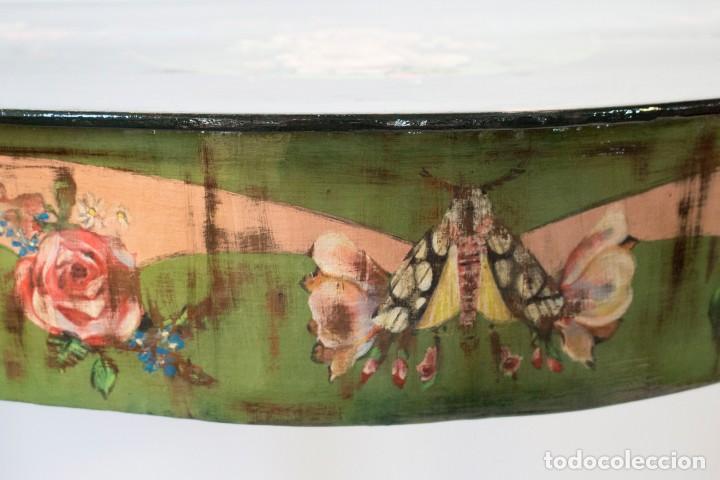Antigüedades: Consola de roble con pata cabriolé y marco. Recuperados y pintados a mano con motivos florales - Foto 9 - 168973384