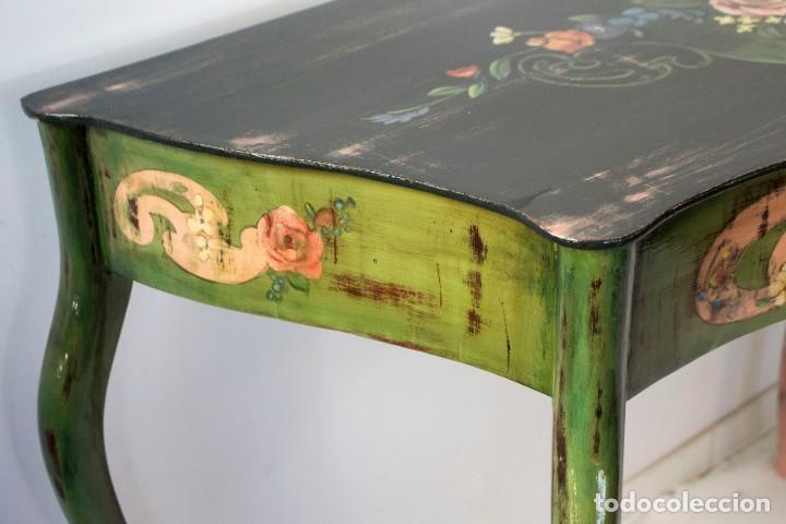 Antigüedades: Consola de roble con pata cabriolé y marco. Recuperados y pintados a mano con motivos florales - Foto 10 - 168973384
