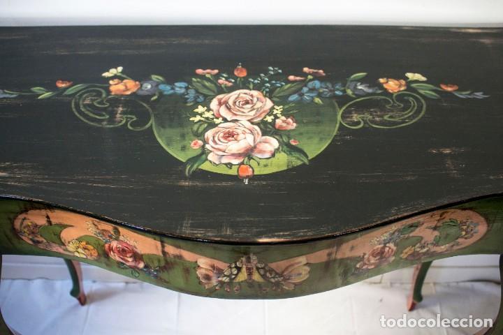 Antigüedades: Consola de roble con pata cabriolé y marco. Recuperados y pintados a mano con motivos florales - Foto 12 - 168973384