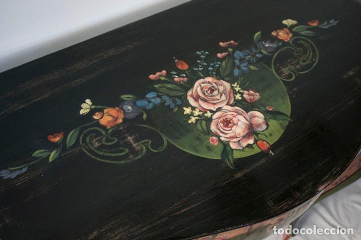 Antigüedades: Consola de roble con pata cabriolé y marco. Recuperados y pintados a mano con motivos florales - Foto 15 - 168973384