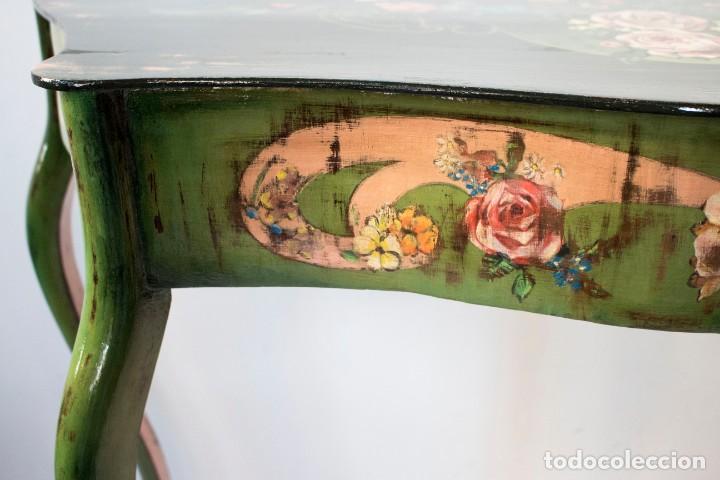 Antigüedades: Consola de roble con pata cabriolé y marco. Recuperados y pintados a mano con motivos florales - Foto 19 - 168973384