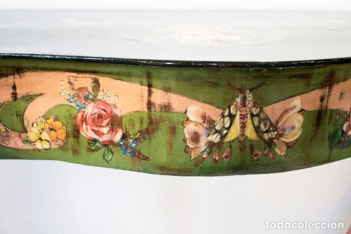 Antigüedades: Consola de roble con pata cabriolé y marco. Recuperados y pintados a mano con motivos florales - Foto 20 - 168973384