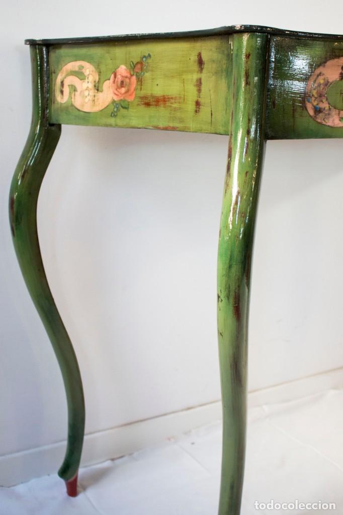 Antigüedades: Consola de roble con pata cabriolé y marco. Recuperados y pintados a mano con motivos florales - Foto 22 - 168973384