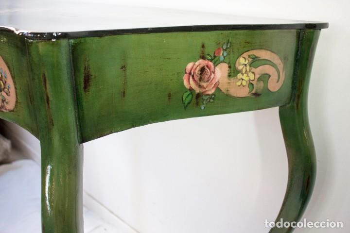 Antigüedades: Consola de roble con pata cabriolé y marco. Recuperados y pintados a mano con motivos florales - Foto 32 - 168973384