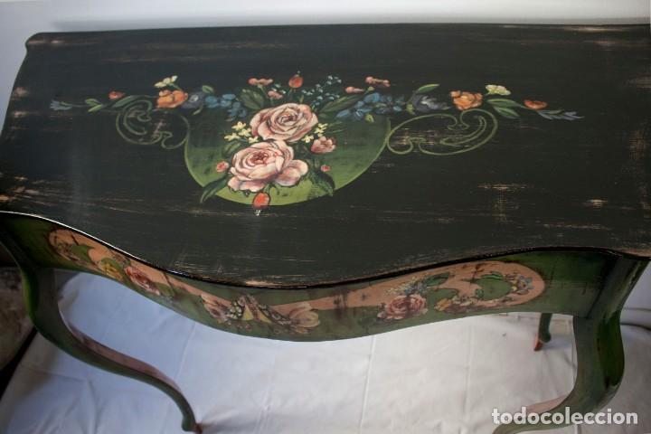 Antigüedades: Consola de roble con pata cabriolé y marco. Recuperados y pintados a mano con motivos florales - Foto 34 - 168973384