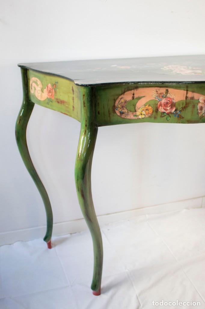 Antigüedades: Consola de roble con pata cabriolé y marco. Recuperados y pintados a mano con motivos florales - Foto 37 - 168973384