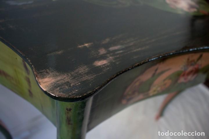 Antigüedades: Consola de roble con pata cabriolé y marco. Recuperados y pintados a mano con motivos florales - Foto 40 - 168973384