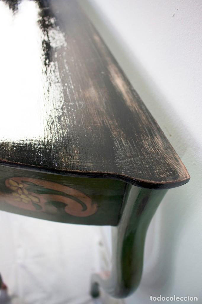 Antigüedades: Consola de roble con pata cabriolé y marco. Recuperados y pintados a mano con motivos florales - Foto 42 - 168973384