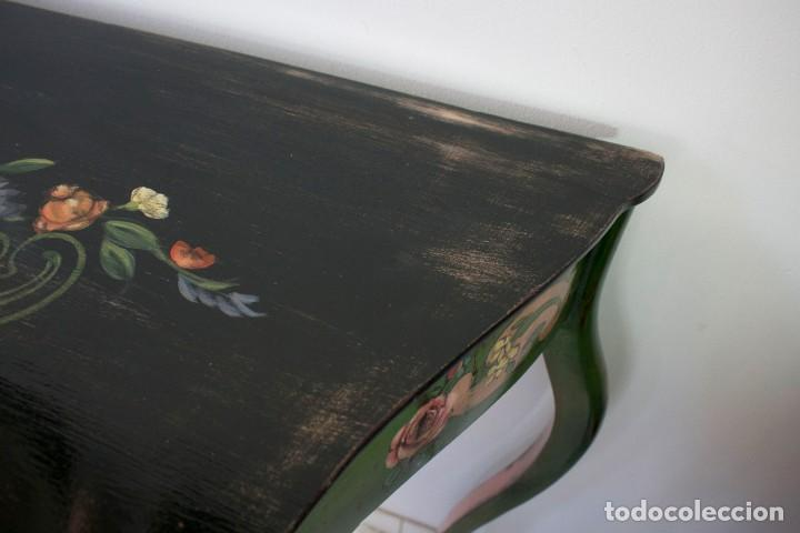 Antigüedades: Consola de roble con pata cabriolé y marco. Recuperados y pintados a mano con motivos florales - Foto 43 - 168973384