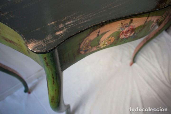 Antigüedades: Consola de roble con pata cabriolé y marco. Recuperados y pintados a mano con motivos florales - Foto 45 - 168973384