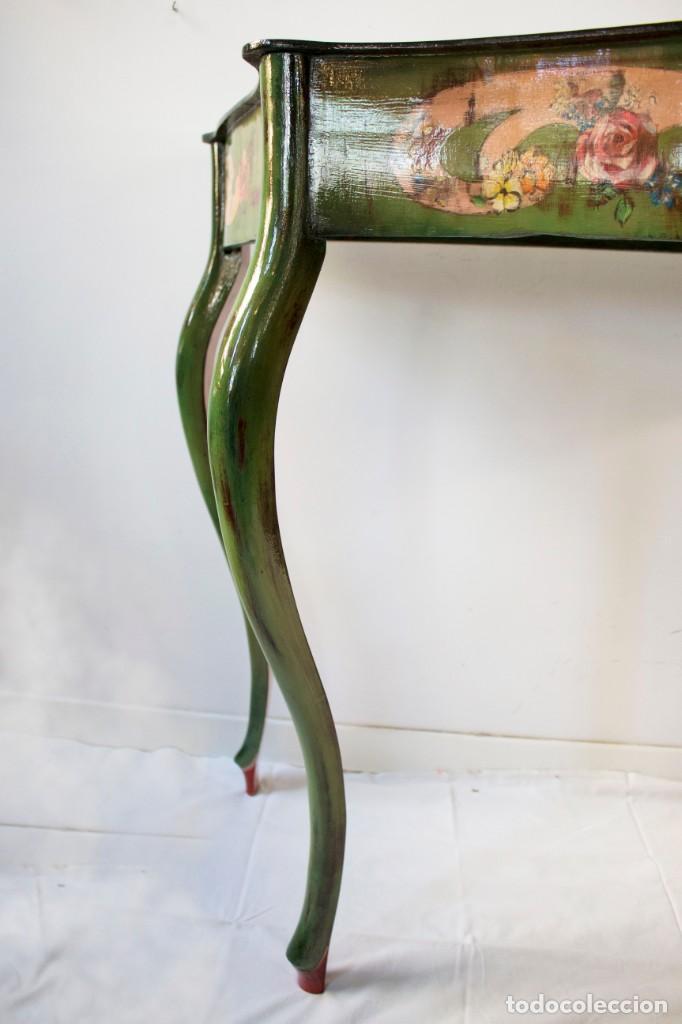 Antigüedades: Consola de roble con pata cabriolé y marco. Recuperados y pintados a mano con motivos florales - Foto 46 - 168973384
