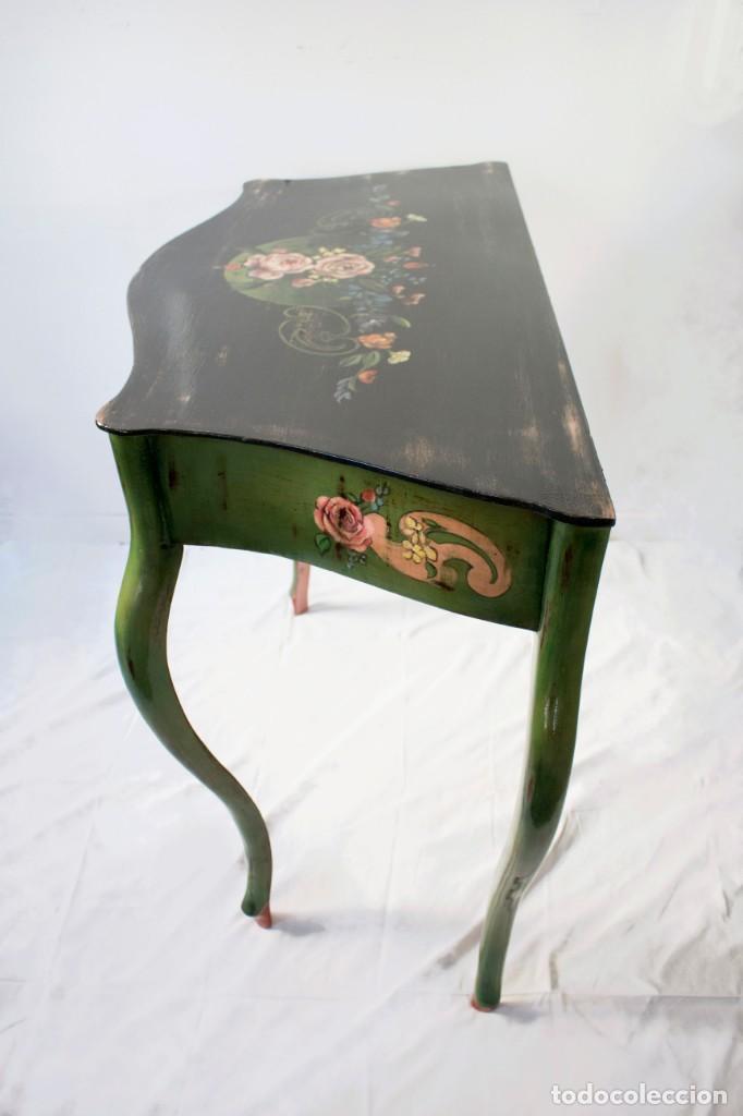 Antigüedades: Consola de roble con pata cabriolé y marco. Recuperados y pintados a mano con motivos florales - Foto 51 - 168973384
