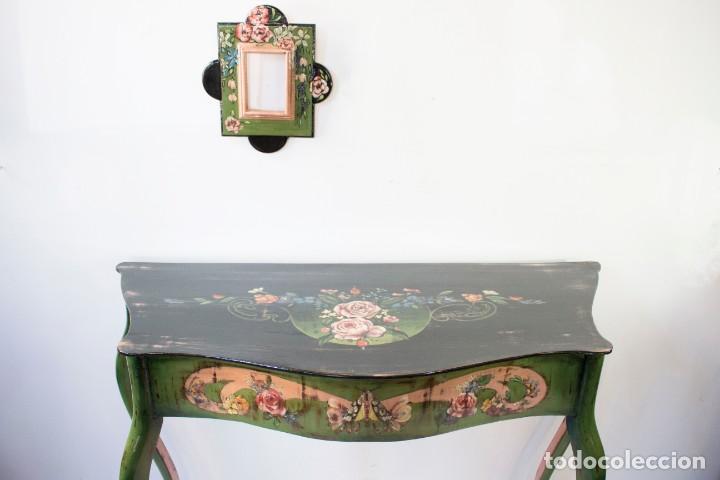 Antigüedades: Consola de roble con pata cabriolé y marco. Recuperados y pintados a mano con motivos florales - Foto 62 - 168973384
