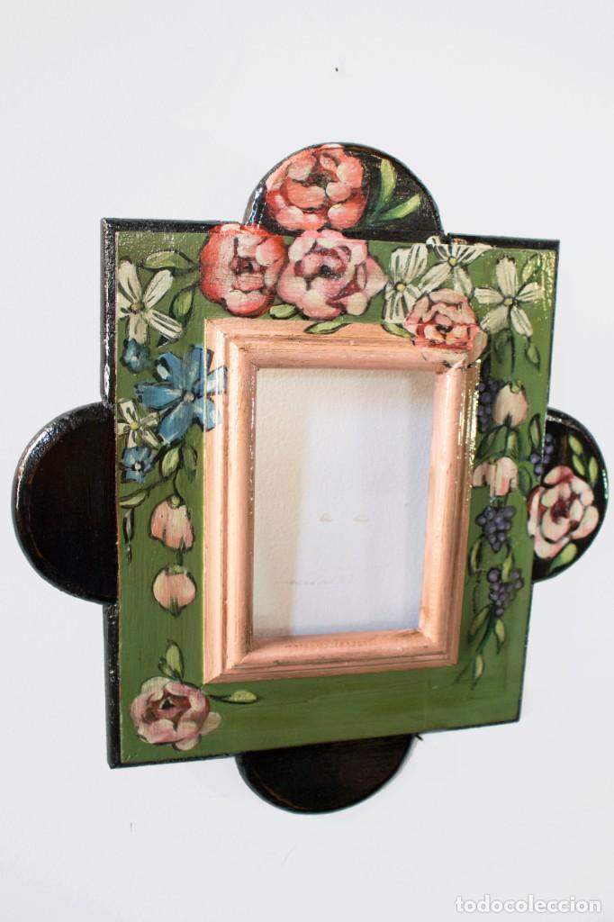 Antigüedades: Consola de roble con pata cabriolé y marco. Recuperados y pintados a mano con motivos florales - Foto 63 - 168973384