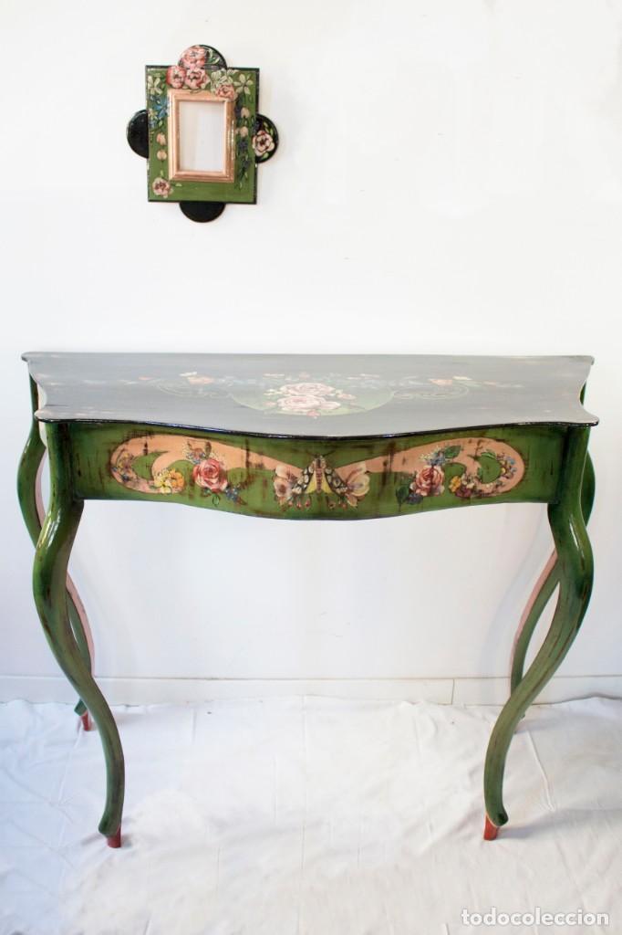 Antigüedades: Consola de roble con pata cabriolé y marco. Recuperados y pintados a mano con motivos florales - Foto 64 - 168973384