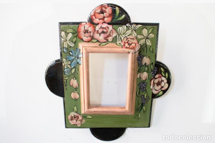 Antigüedades: Consola de roble con pata cabriolé y marco. Recuperados y pintados a mano con motivos florales - Foto 65 - 168973384