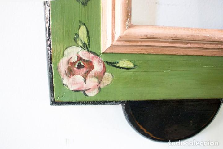 Antigüedades: Consola de roble con pata cabriolé y marco. Recuperados y pintados a mano con motivos florales - Foto 67 - 168973384