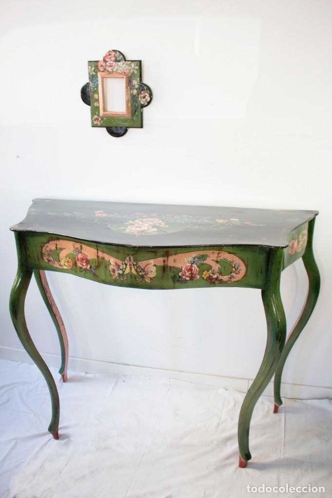 Antigüedades: Consola de roble con pata cabriolé y marco. Recuperados y pintados a mano con motivos florales - Foto 69 - 168973384