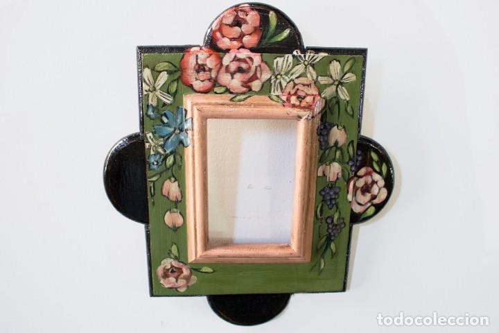 Antigüedades: Consola de roble con pata cabriolé y marco. Recuperados y pintados a mano con motivos florales - Foto 71 - 168973384