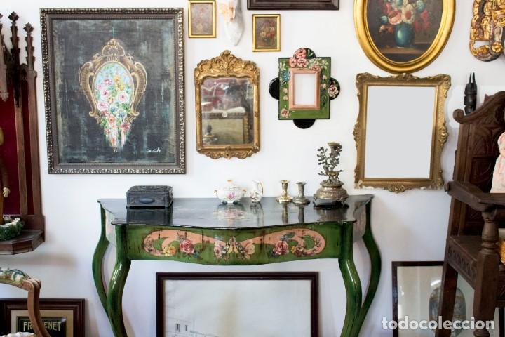 Antigüedades: Consola de roble con pata cabriolé y marco. Recuperados y pintados a mano con motivos florales - Foto 73 - 168973384
