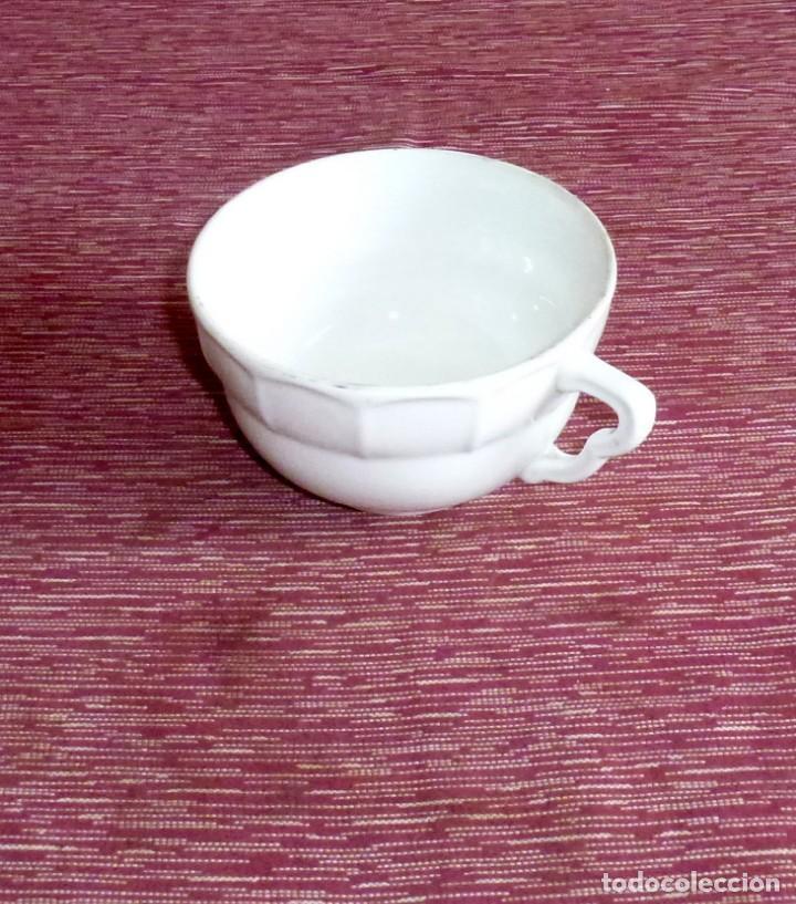 TAZA DE DESAYUNO DE PORCELANA BLANCA.AÑOS 40-50. (Antigüedades - Porcelanas y Cerámicas - Otras)