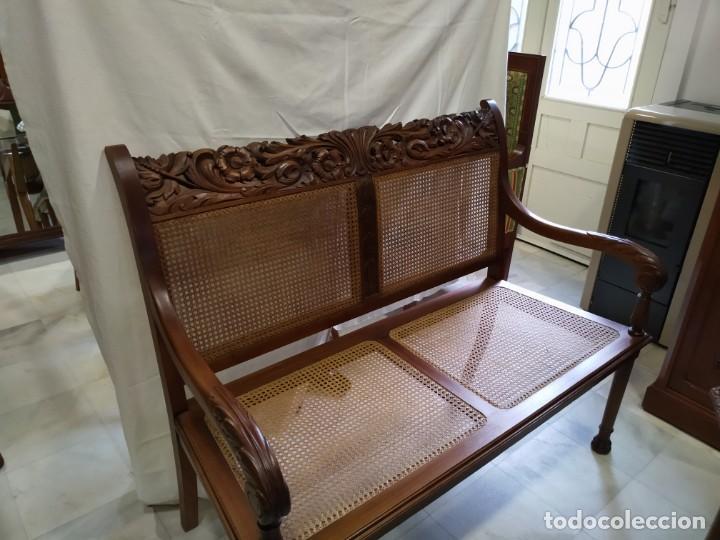ANTIGUO SILLON EN MADERA DE CEDRO Y CAOBA, CON REJILLA DE LA ÉPOCA (Antigüedades - Muebles Antiguos - Sillones Antiguos)