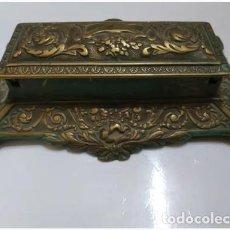 Antigüedades: CAJA DE BRONCE CON GRABADOS. Lote 169036276