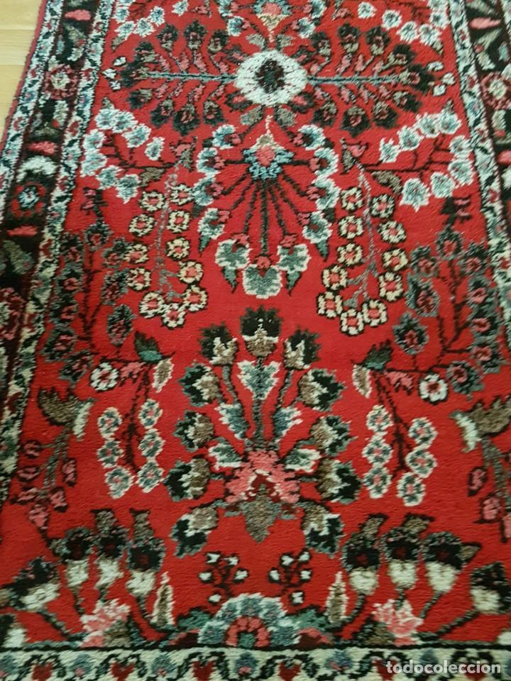 Antigüedades: Extraordinaria y antigua alfombra persa de pasillo,lana pura hecha a mano.color principal rojo. - Foto 2 - 169051352