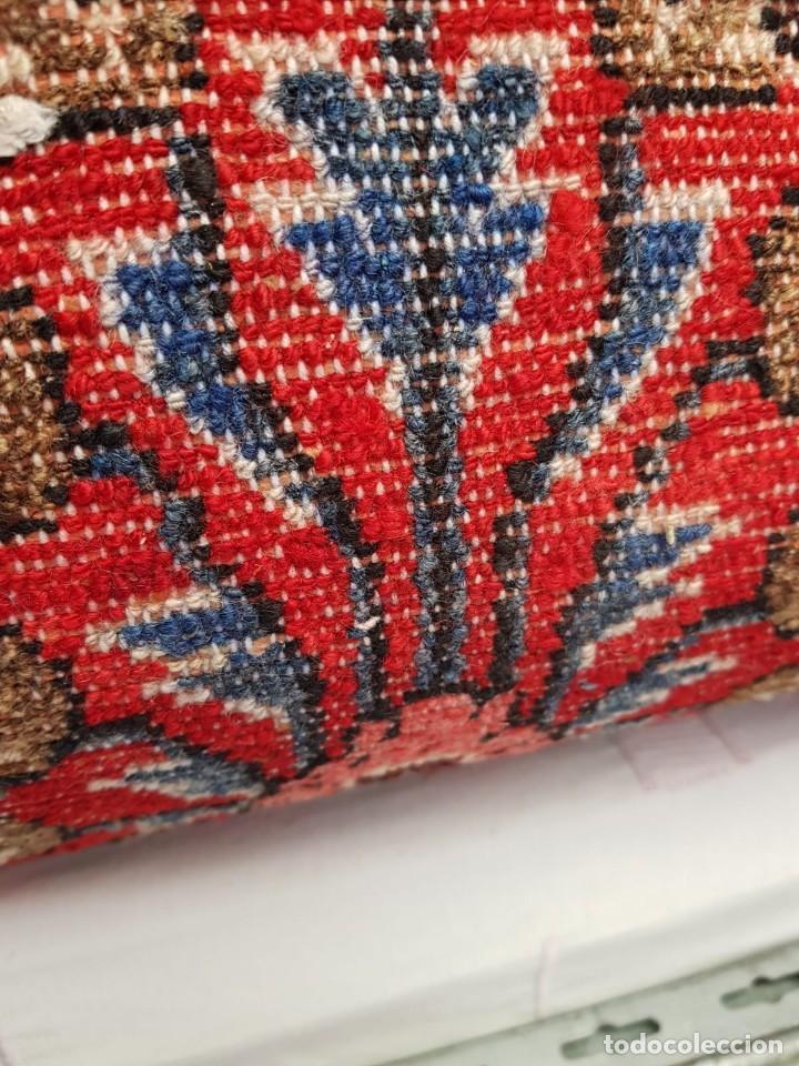 Antigüedades: Extraordinaria y antigua alfombra persa de pasillo,lana pura hecha a mano.color principal rojo. - Foto 4 - 169051352