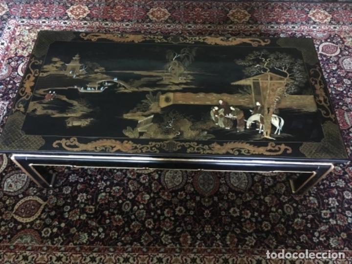 Antigüedades: MESA LACADA ORIENTAL CON FIGURAS EN RELIEVE - Foto 3 - 169068056