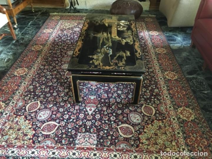 Antigüedades: MESA LACADA ORIENTAL CON FIGURAS EN RELIEVE - Foto 2 - 169068056