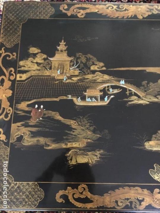 Antigüedades: MESA LACADA ORIENTAL CON FIGURAS EN RELIEVE - Foto 8 - 169068056