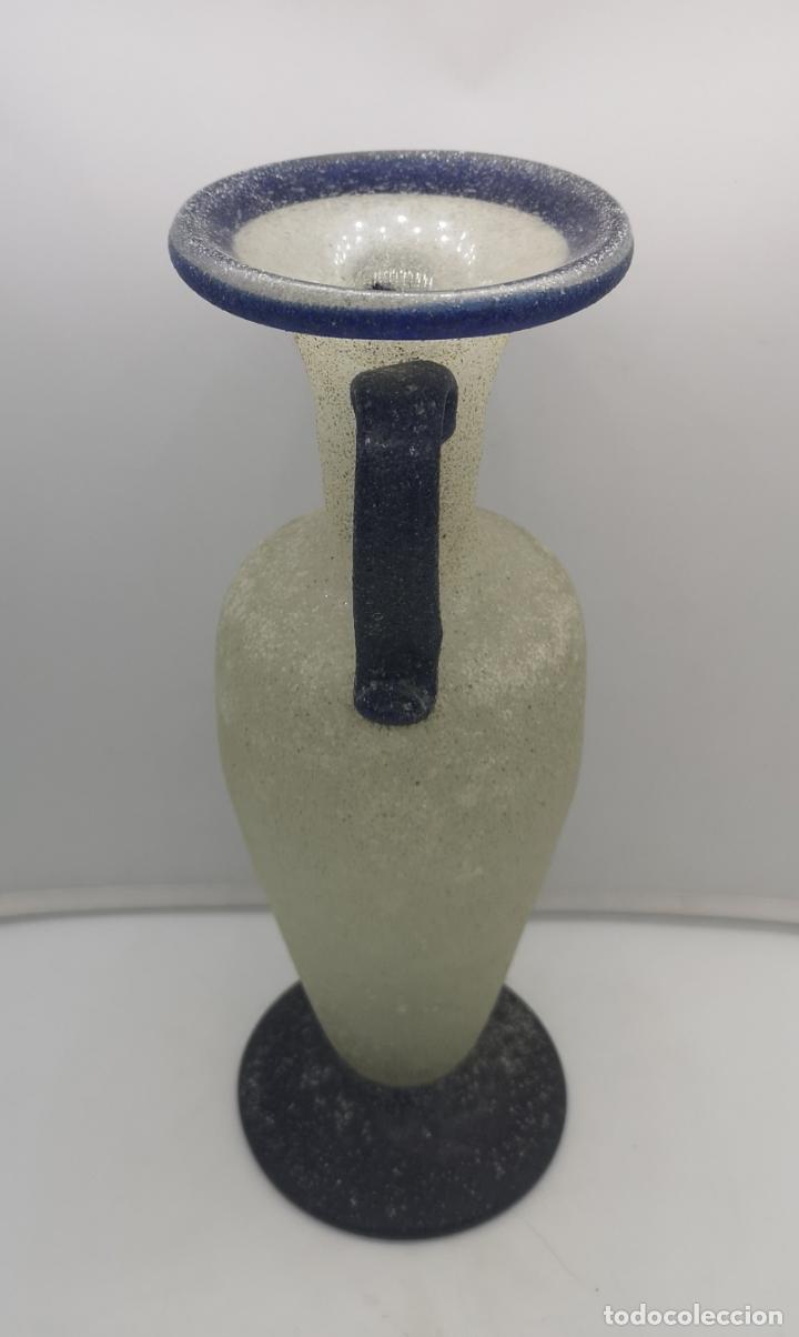 Antigüedades: Bello jarrón de dos asas antiguo de diseño tipo anfora en cristal hecho a mano en dos tonalidades . - Foto 5 - 169079196
