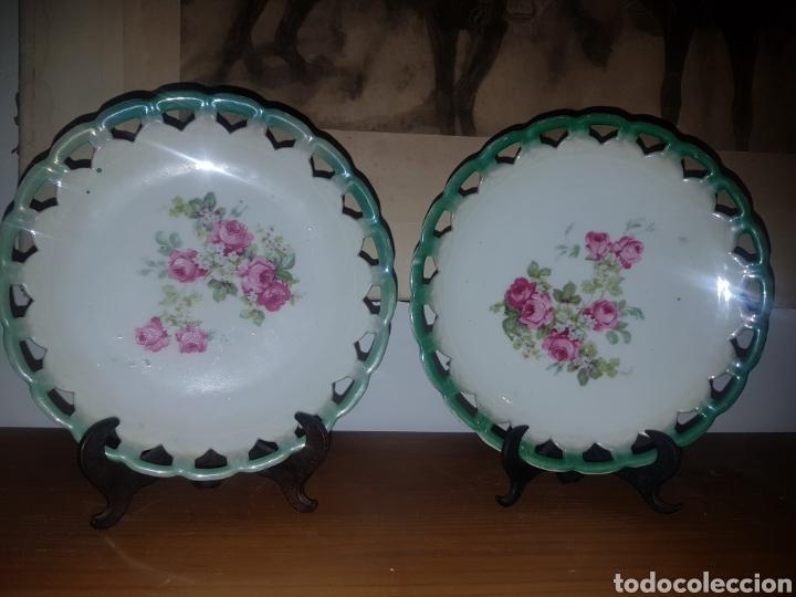 PAREJA PLATOS FLORES PORCELANA (Antigüedades - Porcelanas y Cerámicas - Otras)