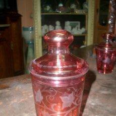 Antigüedades: VASO EN CRISTAL DE COLOR TALLADO. Lote 169168152